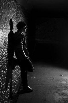 Mental Xperiences garçon près du mur de linstitut • Fear the Walking dead VS Mental Xperiences • Fred Ericksen • Magicien Lyon • Storyteller